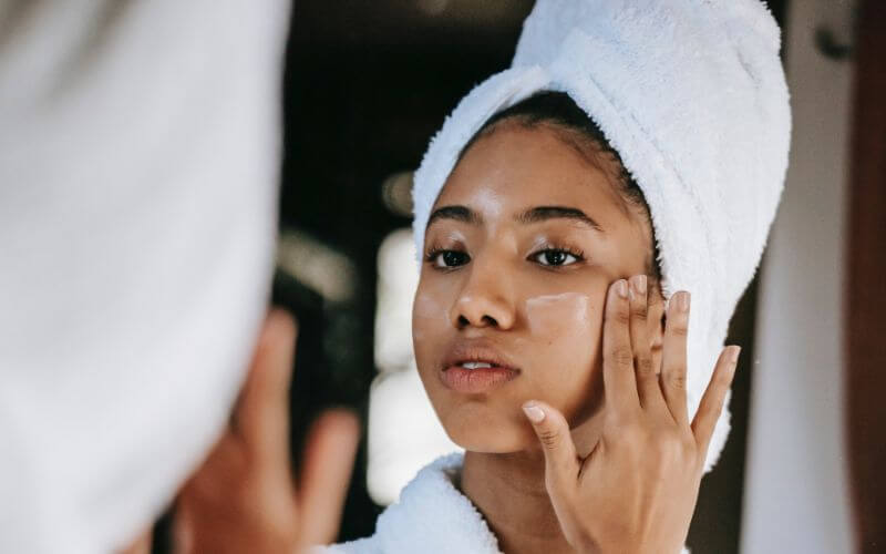women using acne scar treatment