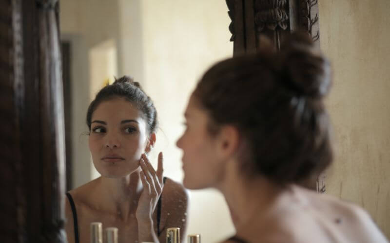 women using glutathione for acne and aging